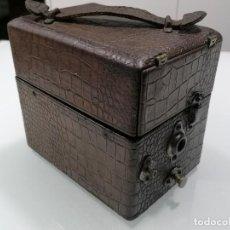 Gramophones: GRAMOFONO PORTATIL DE VIAJE, MARCA PETER PAN, MEDIDAS 17,5 X 12 X 16 CM, FUNCIONANDO, AÑOS 20. Lote 252020635