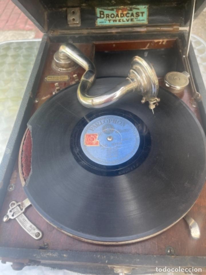 GRAMOFONO ANTIGUO DE MALETA BROADCAST TWELVE MANIVELA UNIÓN MUSICAL ESPAÑOLA DISCOS PIZARRA FUNCIONA (Radios, Gramófonos, Grabadoras y Otros - Gramófonos y Gramolas)