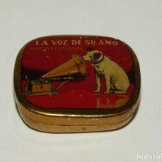 Gramophones: ANTIGUA CAJITA EN HOJALATA LITOGRAFIADA DE AGUJAS DE GRAMÓFONO LA VOZ DE SU AMO. Lote 267114004