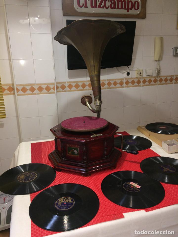 GRAMÓFONO ANTIGUO - LA VOZ DE SU AMO - HIS MASTERS VOICE - FUNCIONANDO - LEER DETALLES (Radios, Gramófonos, Grabadoras y Otros - Gramófonos y Gramolas)