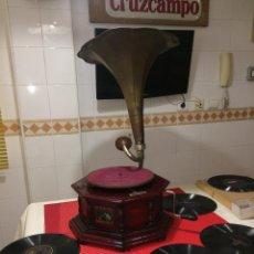 Gramophones: GRAMÓFONO ANTIGUO - LA VOZ DE SU AMO - HIS MASTERS VOICE - FUNCIONANDO - LEER DETALLES. Lote 267333414