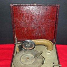 Gramófonos y gramolas: GRAMOLA DE MALETA MINIATURA 20 X 18 CM. Lote 269226683