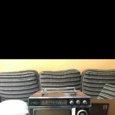 Gramófonos y gramolas: TV-RADIO UNIVERSUM 2K 992 PORTATIL DE 1972. Lote 269393903