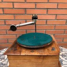 Gramófonos y gramolas: GRAMÓFONO GRAMÓLA. MÁS PONIENDO USMO.. Lote 269933583