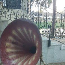 Grammofoni e gramolas: GRAMOLA DE BOCINA ANTIGUA. Lote 271640478