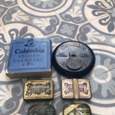 Gramófonos y gramolas: LIMPIADOR CEPILLO DE DISCOS DE GRAMÓFONO Y 4 CAJAS LATAS COLUMBIA. MÁS PONIENDO USMO. Lote 273258398
