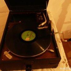 Gramófonos y gramolas: GRAMOLA CON COLECCIÓN DE DISCOS. Lote 274184558