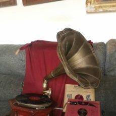 Gramófonos y gramolas: GRAMOLA OCTOGONAL. LA VOZ DE SU AMO. THE MASTER VOICE. FUNCIONA. LEER BIEN EL ANUNCIO. Lote 276743438