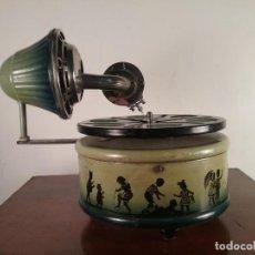 Gramophones: ANTIGUO GRAMOFONO GRAMOLA INFANTIL ALEMANA NIFTY NIRONA C. 1920 JUGUETE HOJALATA FUNCIONANDO S XX. Lote 282185423