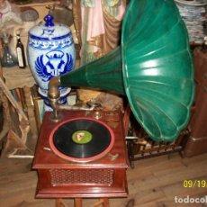 Gramófonos y gramolas: ANTIGUO GRAMOFONO/FONOGRAFO DIAMOND PATHE-CON UNA CAJA CON AGUJAS-FUNCIONA. Lote 288397013