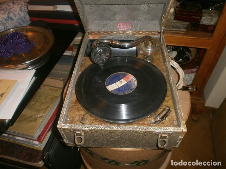 Gramófonos y gramolas: Gramola de maleta marca Victoria - funciona. - Foto 4 - 40663444