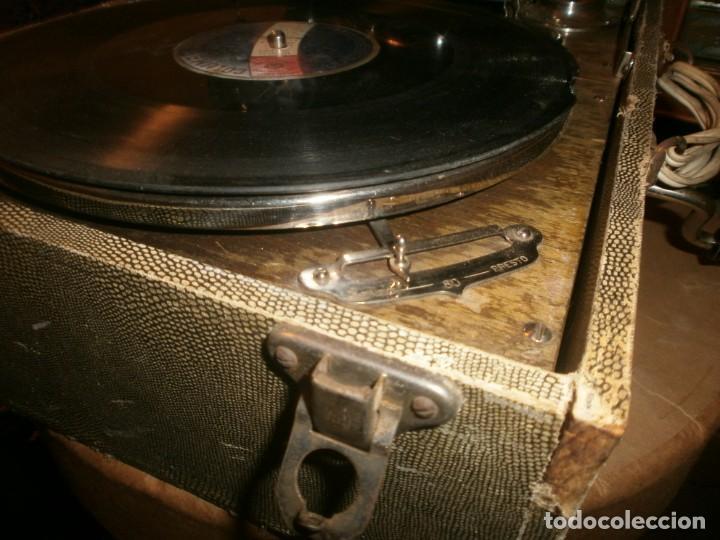 Gramófonos y gramolas: Gramola de maleta marca Victoria - funciona. - Foto 6 - 40663444