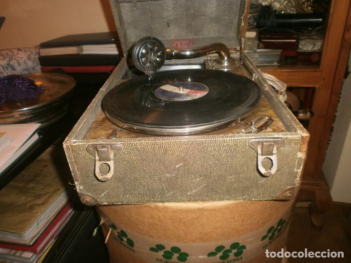 Gramófonos y gramolas: Gramola de maleta marca Victoria - funciona. - Foto 7 - 40663444