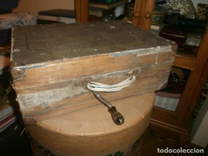 Gramófonos y gramolas: Gramola de maleta marca Victoria - funciona. - Foto 11 - 40663444