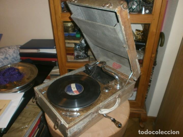 Gramófonos y gramolas: Gramola de maleta marca Victoria - funciona. - Foto 12 - 40663444