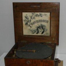 Gramófonos y gramolas: MAGNIFICA TROUBADOUR POLYPHON CAJA DE MUSICA FUNCIONAL 2 DISCOS CHAPA (30CM. Lote 295715328