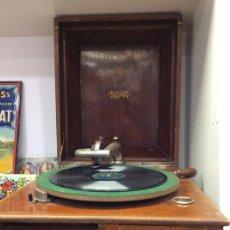Gramófonos y gramolas: GRAMOFONO DULCETTO AÑO 1920. Lote 296702598