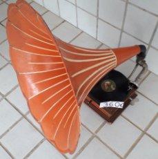 Gramófonos y gramolas: GRAMOFONO ANTIGUO. Lote 297034428