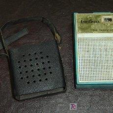 Radios antiguas: TRANSISTOR IMPERIAL ANTIGUO CON FUNDA COLGANTE DE PLASTICO MEDIDAS 11*7*4 CMS.. Lote 24237710
