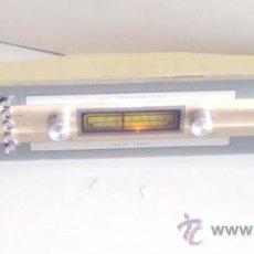 Radios antiguas: CURIOSA RADIO ALARGADA DE ËPOCA, FUNCIONANDO. Lote 26985658