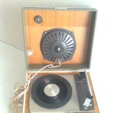 Radios antiguas: ANTIGUO TOCADISCOS MARCA COSMO, EN PERFECTO FUNCIONAMIENTO. Lote 27382278