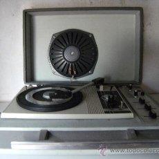Radios antiguas: TOCADISCOS PORTATIL AÑOS 60 (PICK-UPS) MARCA SILBERT. Lote 24834995