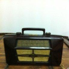 Radios antiguas: RARISIMA RADIO ,IDENTICA POR LAS DOS CARAS,DE BAQUELITA, MARCA ERRES, AÑOS 30-40. Lote 23371988