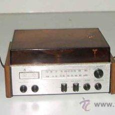 Radios antiguas: ANTIGUO RADIO TRANSISTOR CON 2 ALTAVOCES EN FORMA DE TOCADISCOS. NO FUNCIONA - MIDE 9,5 X 13,5 CMS . Lote 26512185