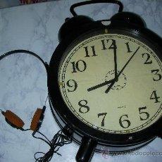 Radios antiguas: ANTIGUA RADIO DE GRAN TAMAÑO TRANSISTOR CON AURICULARES . Lote 26530651