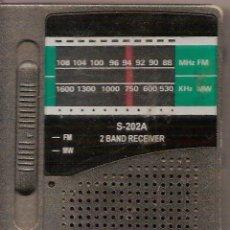 Radios antiguas: RADIO PORTATIL FUNCIONA - MIDE 10,50 X 6 ,50 CM. Lote 28053449