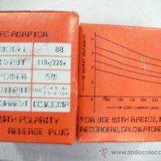 Rádios antigos: ANTIGUO ADAPTADOR UNIVERSAL DE 3 A 12 V DE OUTPUT (SALIDA) Y DE INPUT (ENTRADA) 110 A 120 V EN CAJA. Lote 28146578