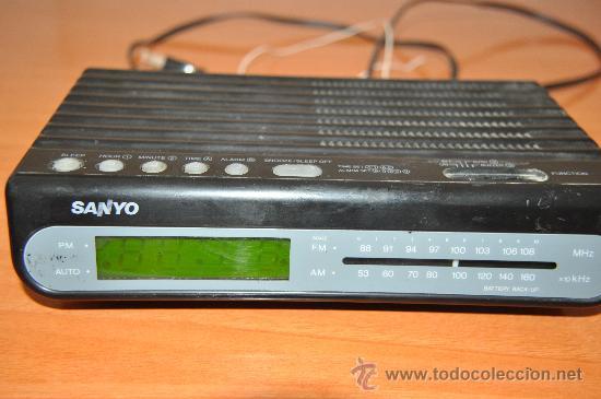 RADIO DESPERTADOR SANYO RM 5009 (Radios, Gramófonos, Grabadoras y Otros - Transistores, Pick-ups y Otros)