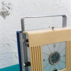Radios antiguas: RADIO TRANSISTOR Y RELOJ. Lote 28870179