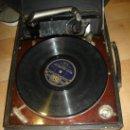 Radios antiguas: GRAMOFONO MAESTROPHONIC Nº13. AÑOS 40. CONTIENE AGUJAS DE REPUESTOS. Lote 104400691