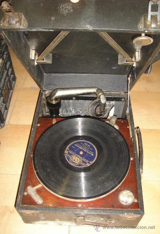Radios antiguas: GRAMOFONO MAESTROPHONIC Nº13. AÑOS 40. CONTIENE AGUJAS DE REPUESTOS - Foto 2 - 104400691