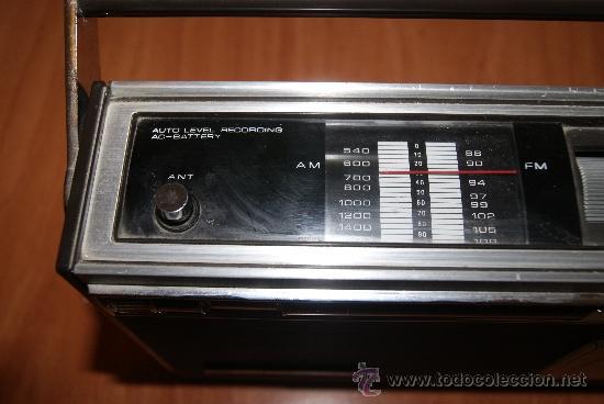 Radios antiguas: Radio Cassette Sanyo modelo MR-4112F años 70 - Foto 2 - 31692049