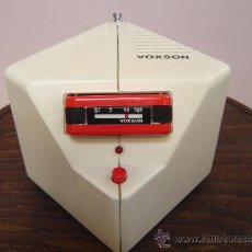 Radios antiguas: RADIO VOXSON MODELO TANGA ROSSO.. Lote 33108368