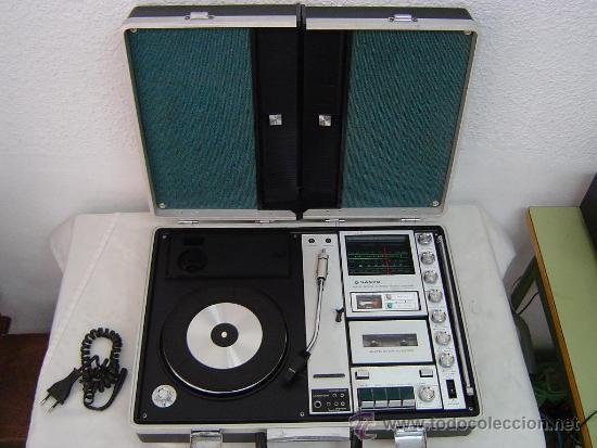Radios antiguas: COMPACTO MUSICAL TOCADISCOS, CASETE Y RADIO EN UN MALETIN - Foto 2 - 34430369