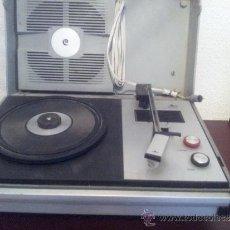 Radios antiguas: TOCADISCOS VINTAGE MARCA COSMO MODELO A2250. AÑOS 60 - 70 . Lote 34561669
