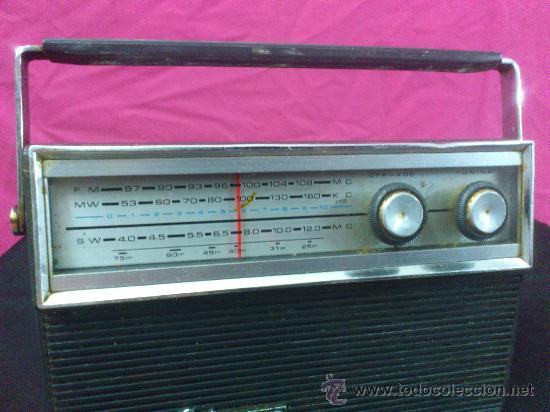 Radios antiguas: RADIO TRANSISTOR SANYO COLORANO. VINTAGE. FUNCIONA. - Foto 2 - 66530701