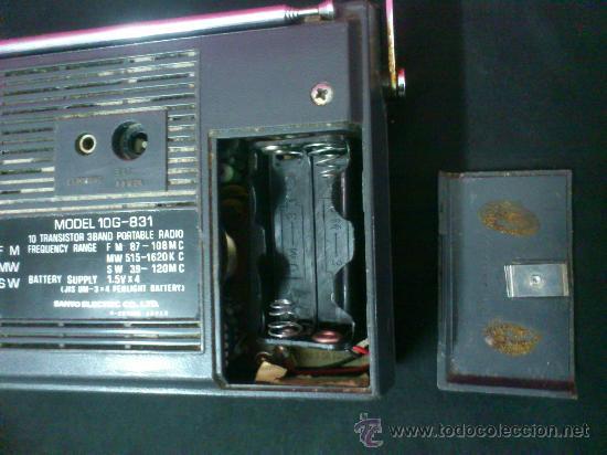 Radios antiguas: RADIO TRANSISTOR SANYO COLORANO. VINTAGE. FUNCIONA. - Foto 4 - 66530701