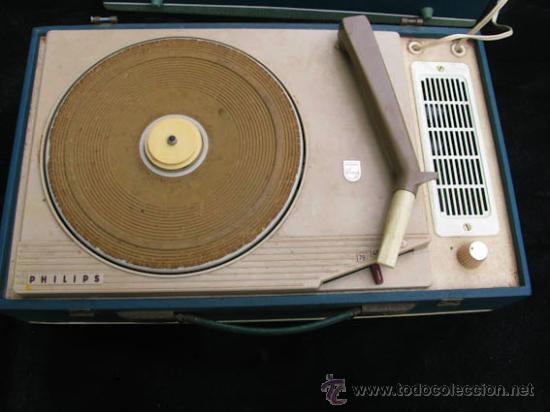 ANTIGUO TOCA DISCOS PORTATIL DE LA CASA PHILIPS, CON ESTUCHE FUNCIONA PERFECTAMENTE. (Radios, Gramófonos, Grabadoras y Otros - Transistores, Pick-ups y Otros)