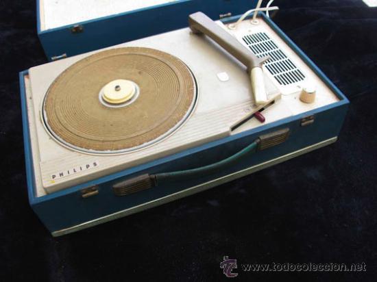 Radios antiguas: Antiguo toca discos portatil de la casa PHILIPS, con estuche funciona perfectamente. - Foto 2 - 36437436