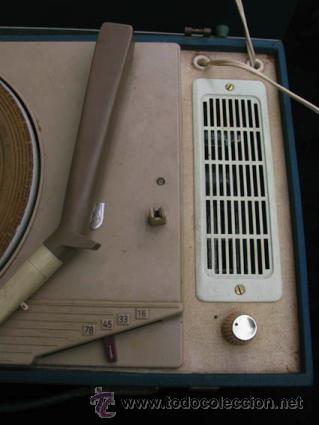 Radios antiguas: Antiguo toca discos portatil de la casa PHILIPS, con estuche funciona perfectamente. - Foto 4 - 36437436