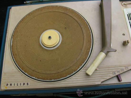 Radios antiguas: Antiguo toca discos portatil de la casa PHILIPS, con estuche funciona perfectamente. - Foto 6 - 36437436
