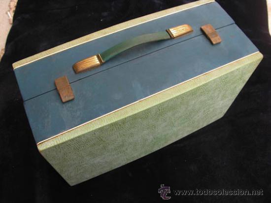 Radios antiguas: Antiguo toca discos portatil de la casa PHILIPS, con estuche funciona perfectamente. - Foto 7 - 36437436