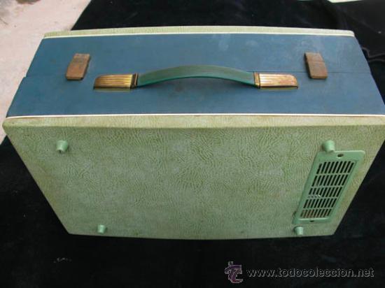 Radios antiguas: Antiguo toca discos portatil de la casa PHILIPS, con estuche funciona perfectamente. - Foto 8 - 36437436