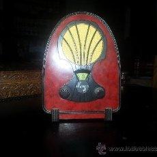Radios antiguas: RADIO SIMULANDO ANTIGUA, MINIATURA, FUNCIONA A PILAS.. Lote 36838183