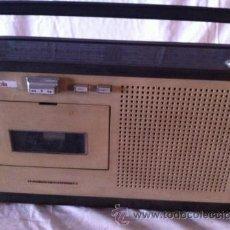 Radios antiguas: RADIO CASETTE RADIOLA. Lote 36955851