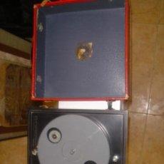 Radios antiguas: MINI TOCADISCO MARCA INVICTA PIEL (PARA RESTAURAR) VER FTO ADIC. MEDIDAS 20 X 20. Lote 37675744